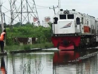 Kereta Api Terkena Banjir - aksi.id