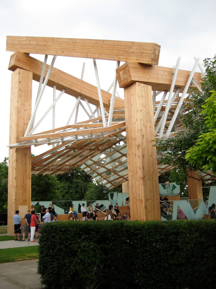 Gehry pavilion and the Serpentine Gallery  (1/6)