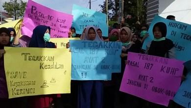 Photo of Ratusan Warga Pendung Talang Genting Geruduk Kejaksaan dan Pengadilan Sungai Penuh