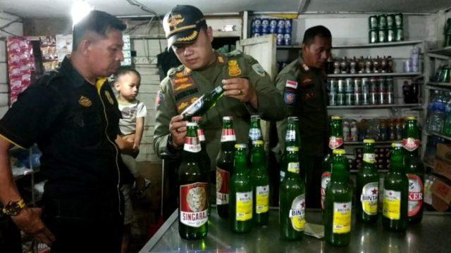 Photo of Satpol PP Kota Jambi Amankan Ratusan Botol Miras