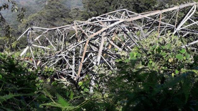 Photo of Kerinci Sungai Penuh Gelap Gulita, Sudah Dua Hari Tower SUTT di Muara Imat Roboh