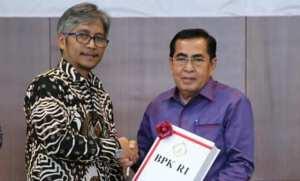 AJB Wali Kota Sungai Penuh Saat Menerima WTP dari BPK RI