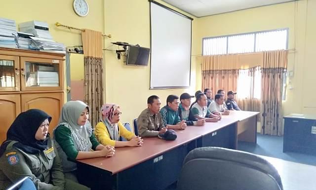 Photo of 10 Tahun Mengabdi, 29 Anggota Satpol PP tak Lulus Seleksi, Ngadu ke DPRD