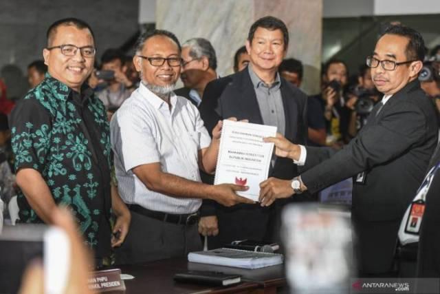 Photo of Gugat ke MK, Ini Isi Permohonan Prabowo-Sandiaga