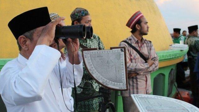 Pemantauan hilal di Masjid Al Mahbrur, Surabaya. (Suara.com/Dimas).
