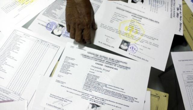 Photo of Caleg Gerindra di Kerinci Diduga Mengunakan Ijazah Palsu?