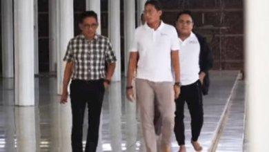 Photo of Sandiago Uno Mampir ke Masjid Seribu Tiang di Jambi