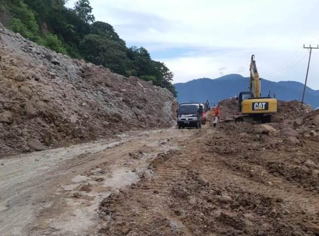 Photo of Galian C Illegal Bebas Beroperasi, Masyarakat Nikmati Bencana Longsor di Kerinci