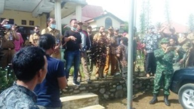 Photo of Kantor Camat Jangkat Timur Merangin di Demo Warga Terkait Kisruh BLT Serta SPJ Fiktif