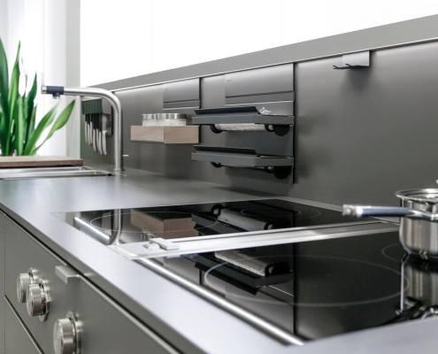 Häcker Systemat Küche mit Front in Mattlack lavagrau