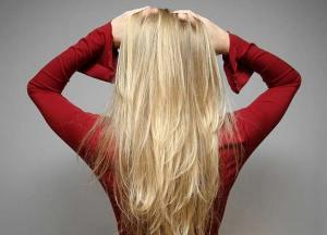 """Blond hair - no """"e""""."""