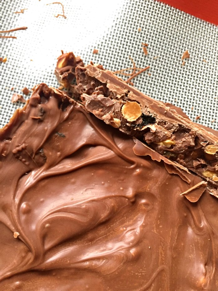 Remember Fuse Bars? Chocolate bars with raisins, fudge pieces, rice krispies and peanuts. Make your own at home with this simple no-bake recipe! How to make Homemade Cadbury Fuse Bars..