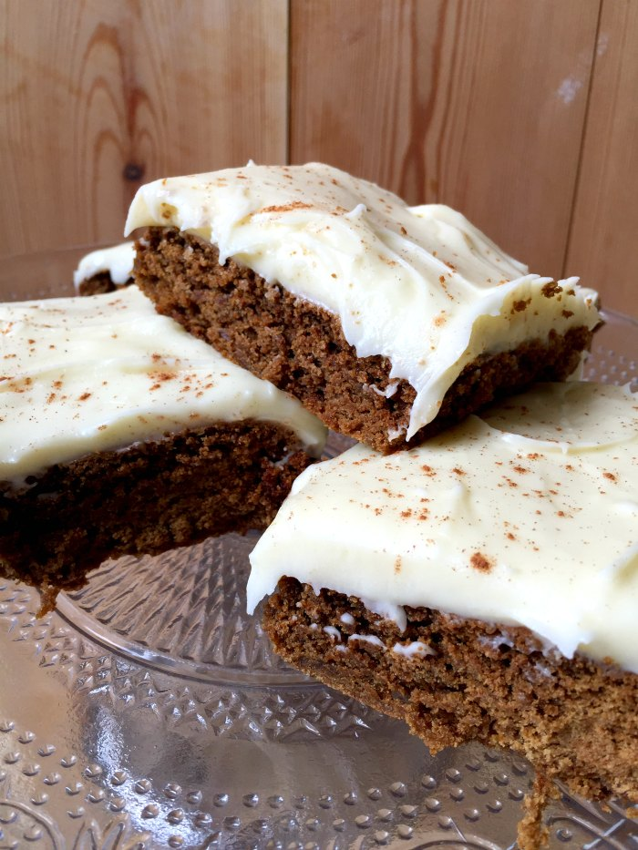 A delicious soft cookie bar, rich with the spicy, warming flavours of ginger and cinnamon, topped with cream cheese frosting. Perfect for winter gatherings! Gingerbread Bars with Cream Cheese Frosting