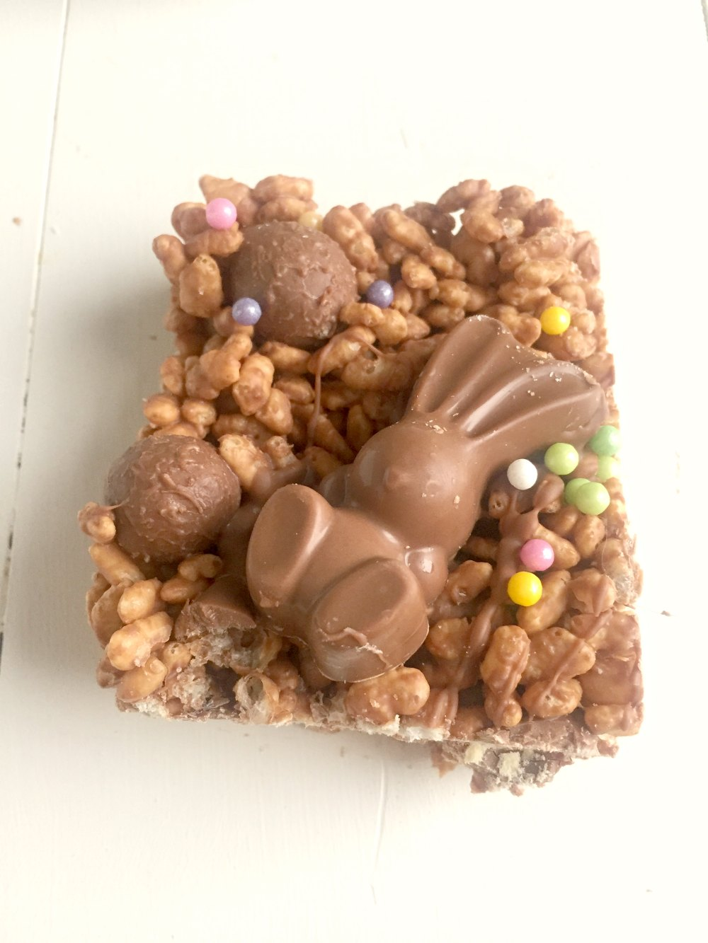 Ridiculously good Malteser Chocolate Rice Krispie Cakes - like your favourite chocolate Rice Krispie Treat but with added Malteser goodness! Great no-bake Easter recipe