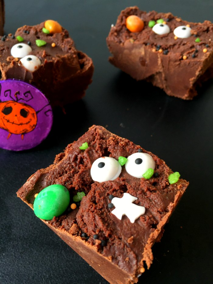 Need a fun Halloween treat quick?! Try this easy Quick No Bake Halloween Chocolate Slice - just five minutes to make!