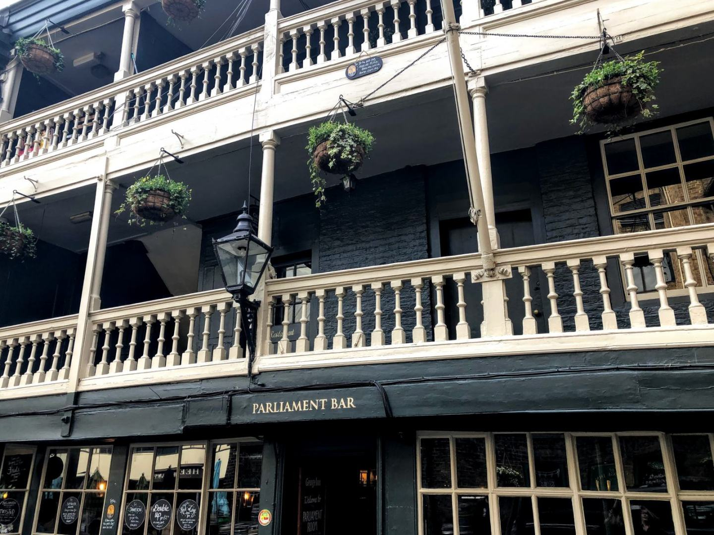 historical pubs in London
