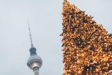 Fernsehturm_Baum_Christmas_Weihnachtsmarkt_Alexanderplatz_Rotes Rathaus_Kerstin Musl_031