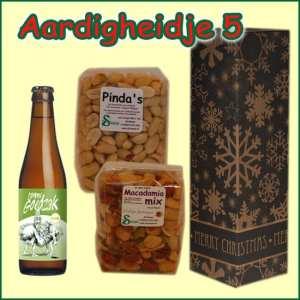 Kerstpakket Aardigheidje 5 - Streekpakket gevuld met lokale streekproducten - Relatiegeschenk Specialist - www.kerstpakkettencadeaubon.nl