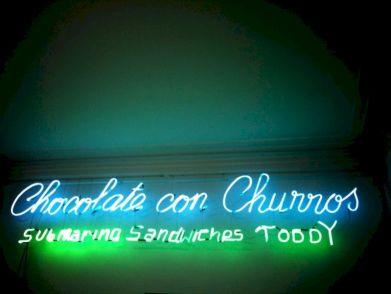 chocolate con churros toddy neon