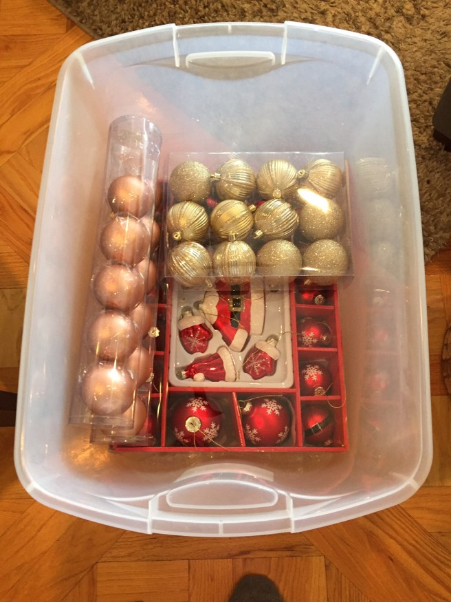 5 Quick and Easy Tips for Packing Christmas Decorations