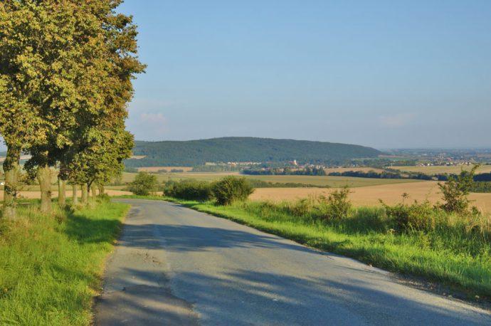 Pohled na Velký Kosíř ze silnice od Přemyslovic do Pěnčína (zdroj: Wikipedia)