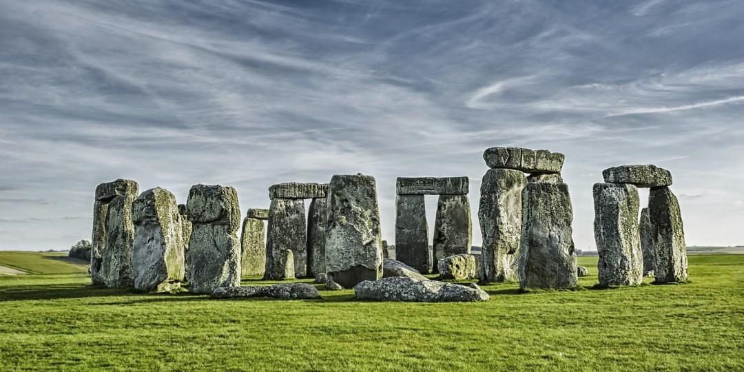 Stonehenge, monument mégalithique d'Angleterre qui permettait aux Anciens de célébrer les solstices…
