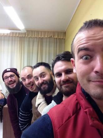 Le groupe, sans maquillage et sans clet'che.