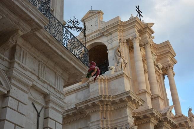 Spiderman en visite sur la piazza del Duomo