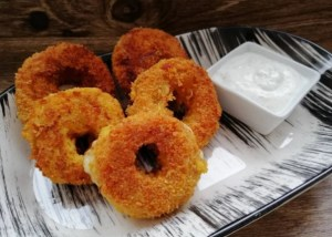 Cheese stuffed onion rings