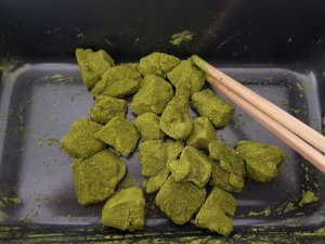 cut up and coated matcha warabi mochi