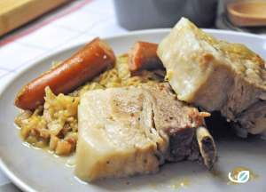 Keto Vleesribben en knakworst met zuurkool en spek