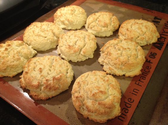 LOW CARB BISCUITS WITH GARLIC & PARMESAN (GLUTEN-FREE)