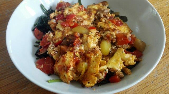 Tonijn-ei met roerbak van zoete aardappelbladeren