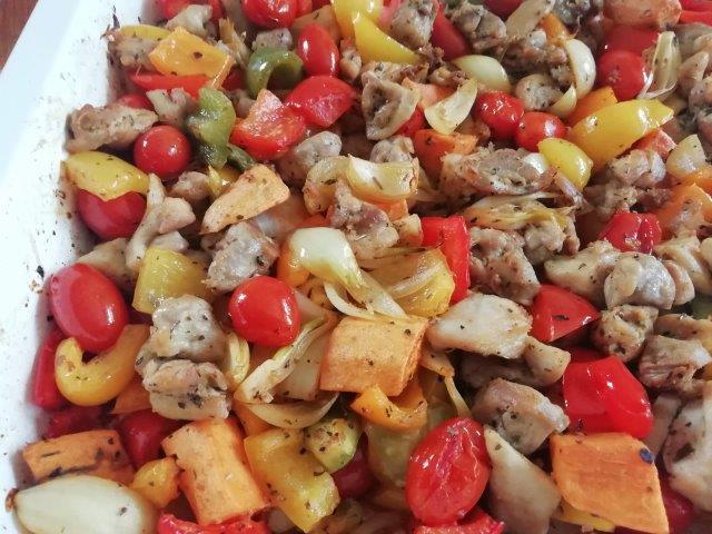 Paprika met zoete aardappel en kip uit de oven