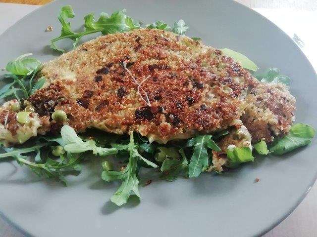 Quinoa-omelet met groenten en kaas