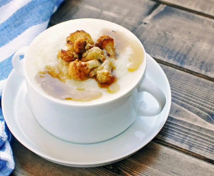 Creamy Cauliflower Parmesan Soup | KETOGASM RECIPE #keto #lowcarb #paleo #whole30 #cauliflower #brownedbutter #soup #recipes #vegetarian