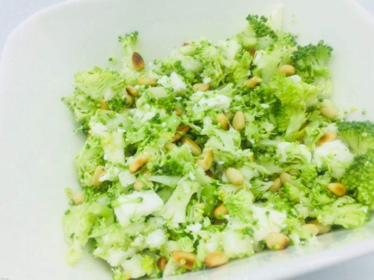 couscous van broccoli met feta en pijnboompitten