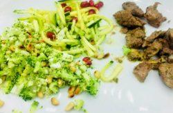 Gemarineerde steak met frisse groentjes
