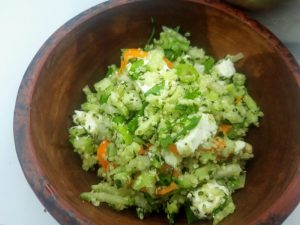 keto tabouleh van hennepzaad met fijngesneden groentjes en feta 2