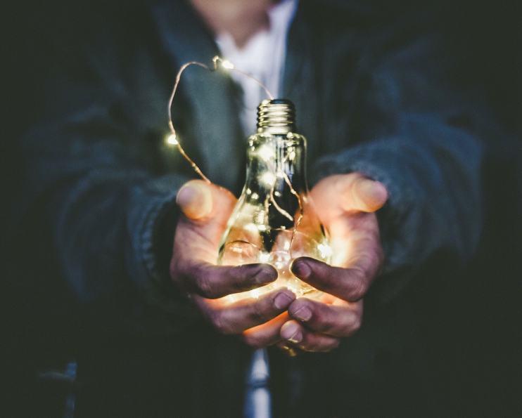 Licht, LEDS und ihre Auswirkung auf die Gesundheit (Photo by Riccardo Annandale on Unsplash)
