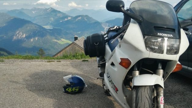 Honda VFR und Alpenpanorama