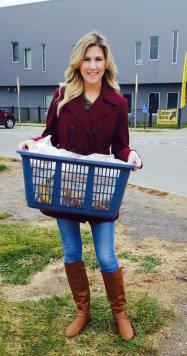 Jenni delivering meals thanksgiving