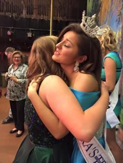 Carsyn hugs Syndy