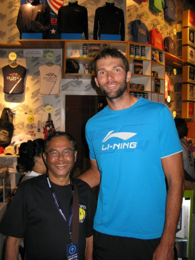 Ivo Karlović is a Croatian tennis player. He has won five ATP singles titles: three in 2007 one in 2008 and one in 2013. Karlović is 6 Ft 11 inches tall!