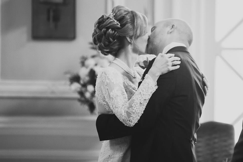 Black and white image of bride and groom kissing at Bath Spa Hotel