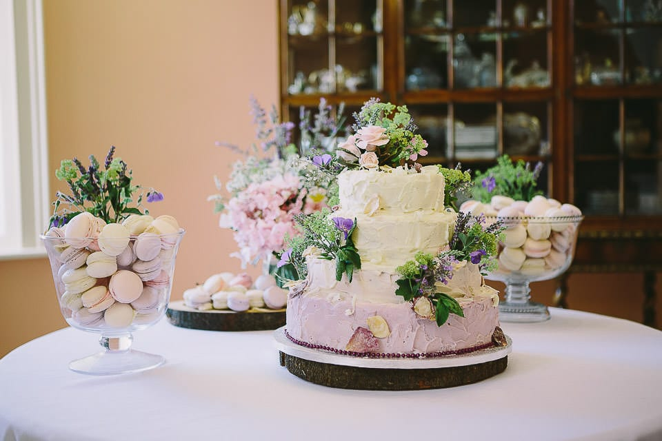 Beautiful wedding cake and macaroons