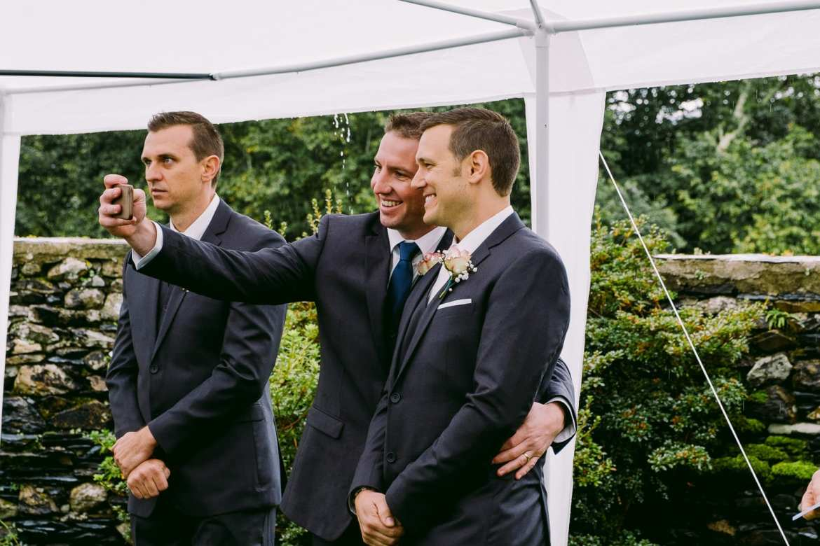 The groom and best man take a selfie