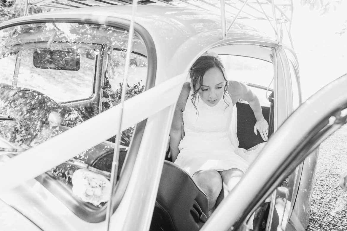 The bride gets out of the car