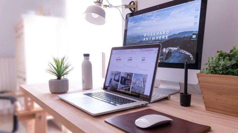 10 dicas para criar um site de sucesso e aumentar o seu engajamento - computador dinheiro
