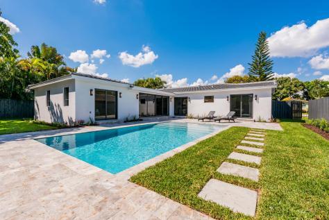 Pools views 316 NE 24th Street Wilton Manors